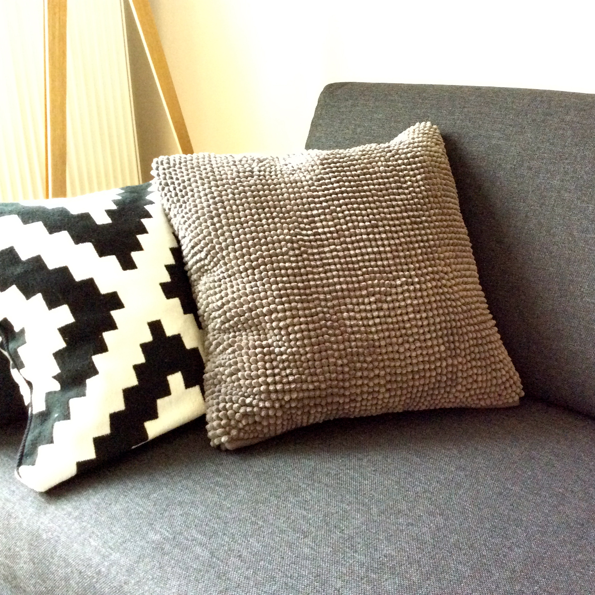 diy 8 un coussin tout doux pierre papier ciseaux. Black Bedroom Furniture Sets. Home Design Ideas