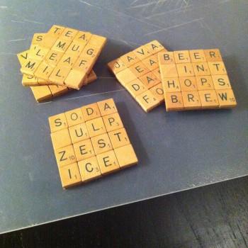 Scrabble transformé en sous-verres