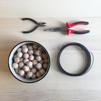 matériel pour réaliser une étoile en perles de bois pour Noel