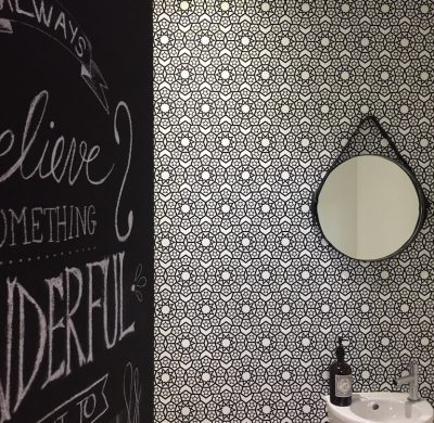 At home – Relooking de WC en noir & blanc