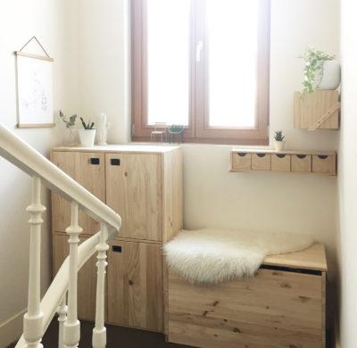 At Home – Palier d'escalier lumineux