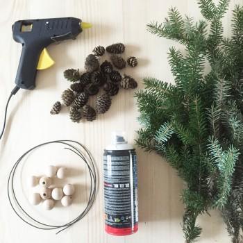 matériel nécessaire pour cette couronne de Noël en sapin DIY