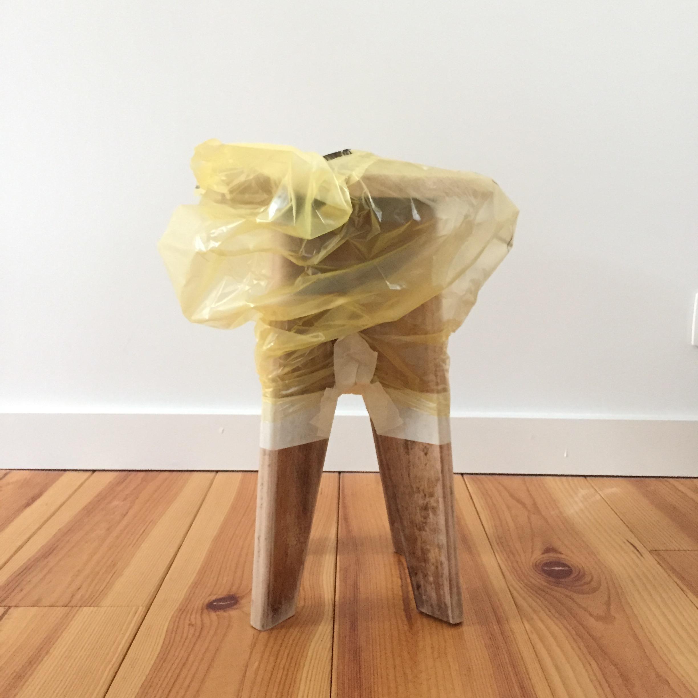 8 conseils pour utiliser la peinture en bombe pierre papier ciseaux. Black Bedroom Furniture Sets. Home Design Ideas