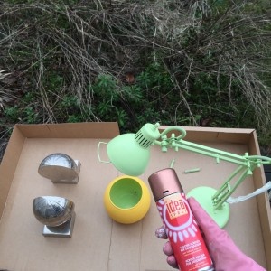 conseils pour peinture à la bombe : peindre dehors et protéger les environs