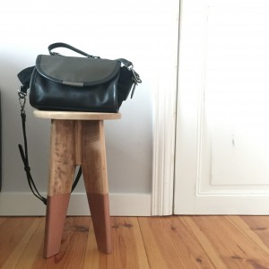 conseils pour peinture à la bombe : tabouret en bois