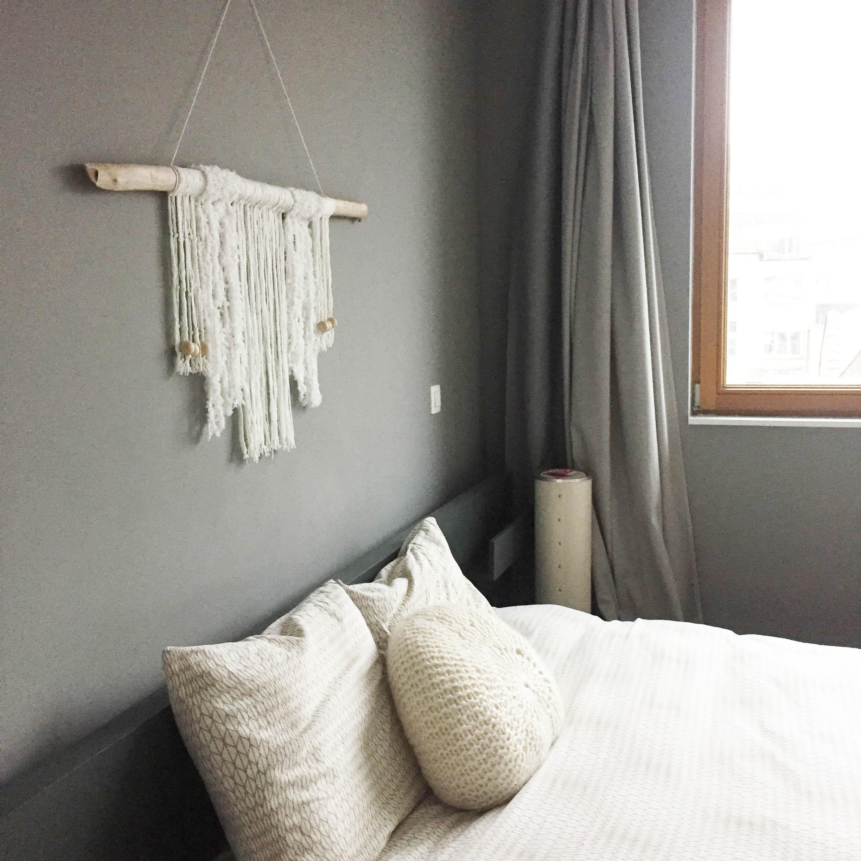 diy 33 une d co murale en laine pierre papier ciseaux. Black Bedroom Furniture Sets. Home Design Ideas