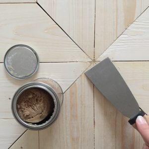 DIY table basse pieds en métal Ripaton hairpin legs plateau bois chevrons