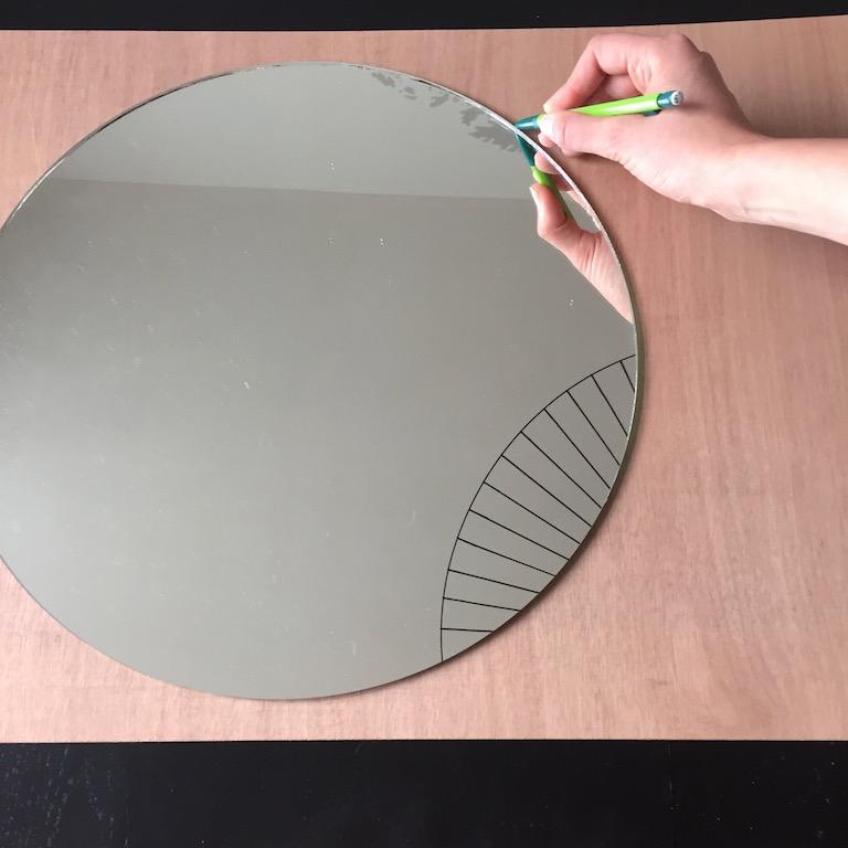 Diy 44 un miroir suspendu pierre papier ciseaux for Decouper un miroir