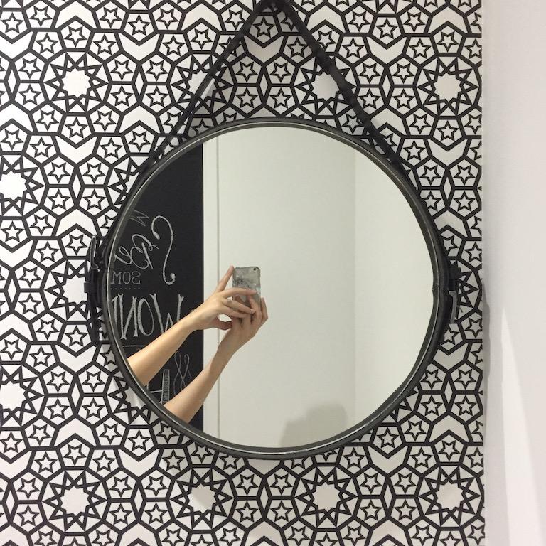 at home relooking de wc en noir blanc pierre papier. Black Bedroom Furniture Sets. Home Design Ideas