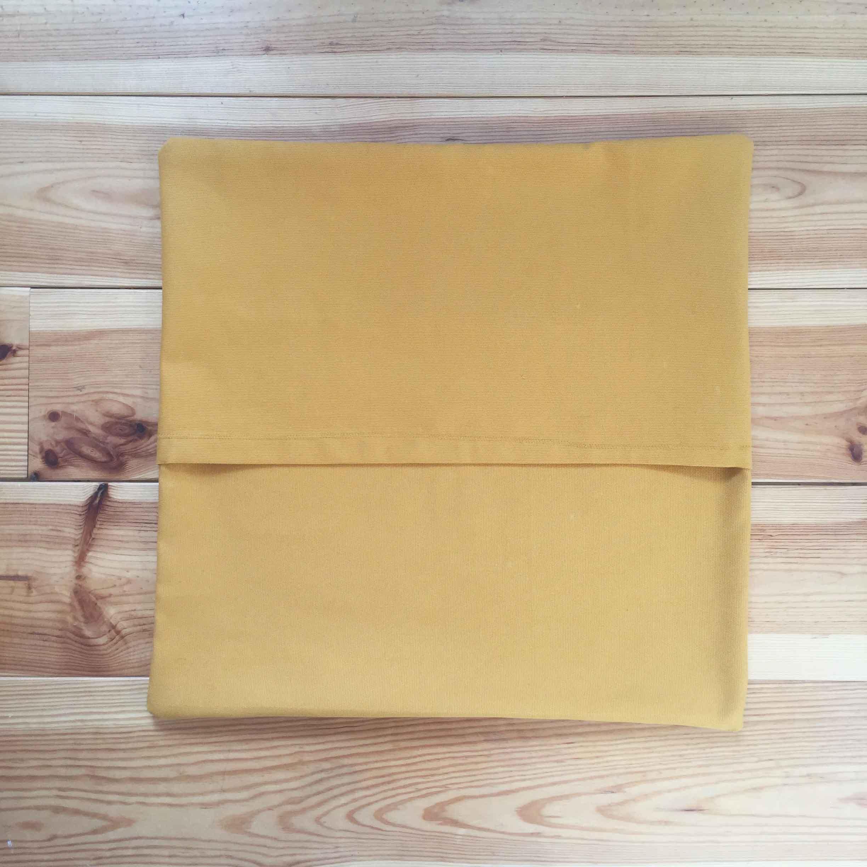 Diy 50 une housse de coussin enveloppe pierre for Coudre housse fauteuil