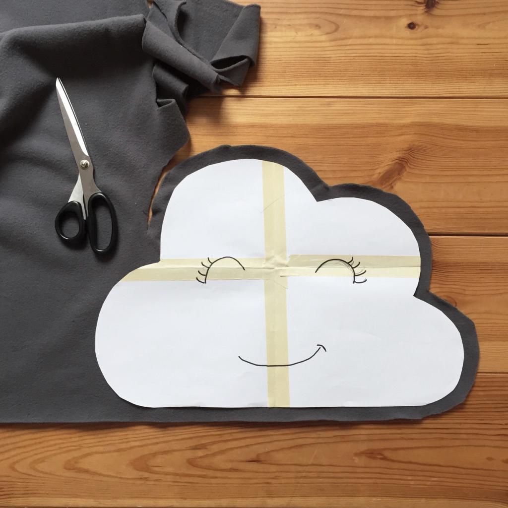 diy 53 un coussin nuage pierre papier ciseaux. Black Bedroom Furniture Sets. Home Design Ideas