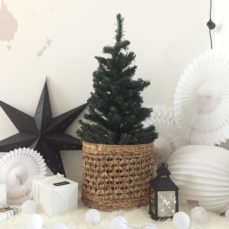 Deco De Noel Lumineuse Pour Fenetre déco de noël en noir et blanc, look scandinave minimaliste |