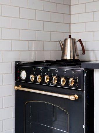 cuisine ces l ments indispensables version d co pierre papier ciseaux. Black Bedroom Furniture Sets. Home Design Ideas